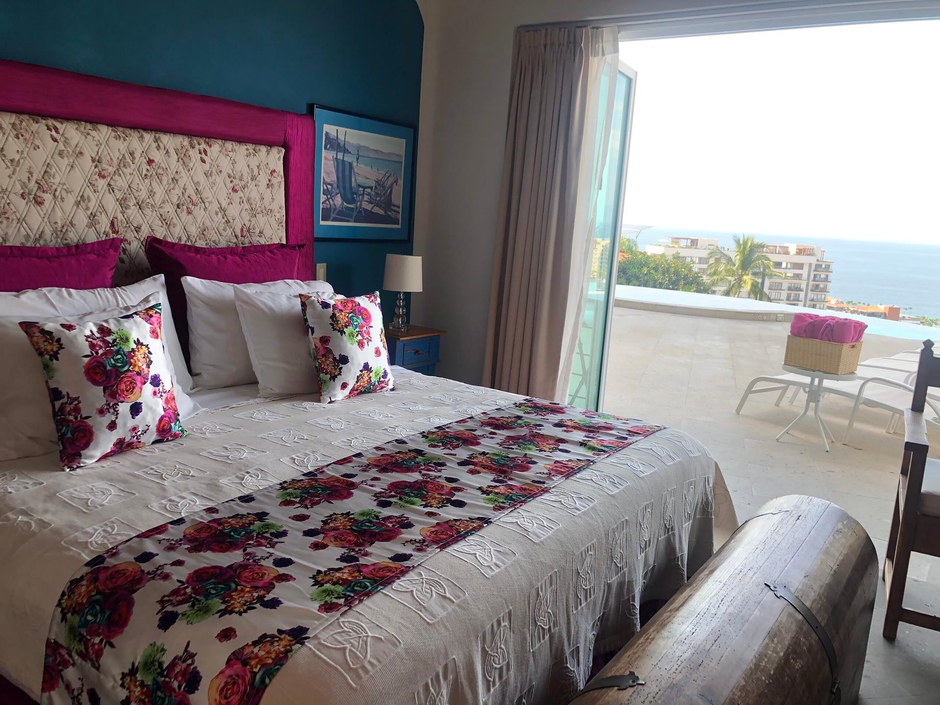 las rosas bedroom